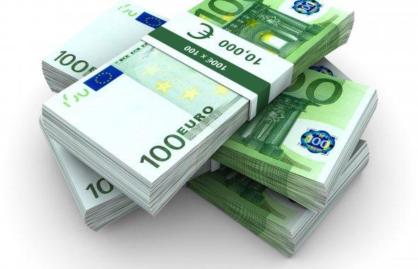 den-gi-evro-banknoty-banknota-kupyura-pachka-pachki-valyuta-100-money-euro